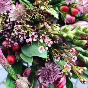 Få smukke blomster på dit bord, når du lejer selskaber på Café Freunde