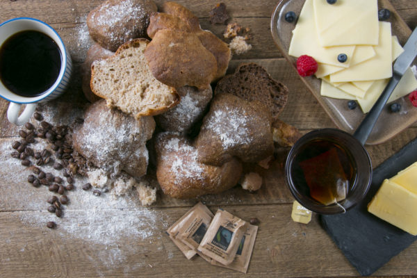 Brød og ost, lille morgenmad hos Café Freunde Trekroner