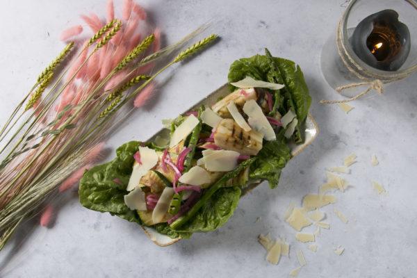 Grillet Grønt med parmasanost og salat, Café Freunde i Roskilde