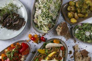 et udvalg af salater hos café Freunde Trekroner i Roskilde