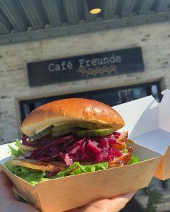 Flæskestegssandwich Café Freunde i Roskilde