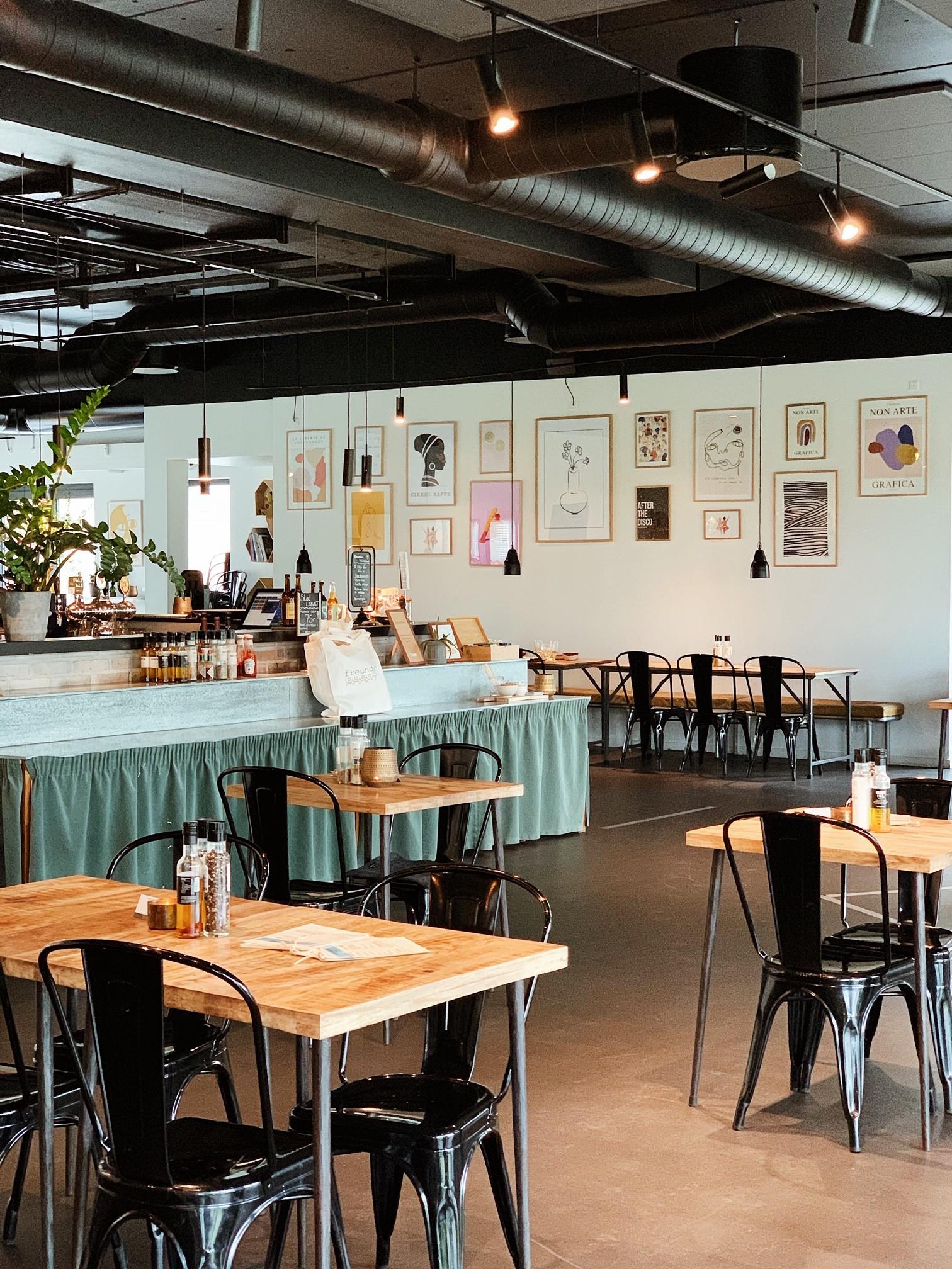 Besøg Caféen på Akacielunden 9 i Roskilde
